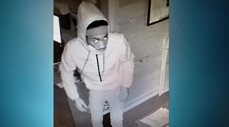 Mississippi Sheriffs Department looking for information after four suspects stole three vehicles on Monday